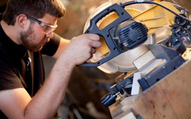 how to choose a compound miter saw