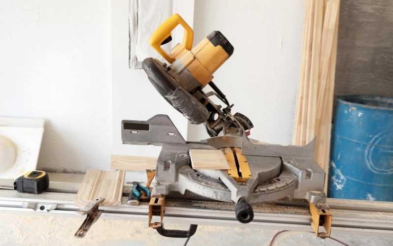 single bevel compound miter saw