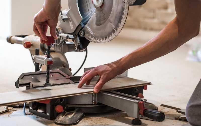 sliding compound miter saws