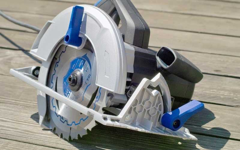 10 Best Circular Saw Reviews Of 2021 [Buyer's Guide]