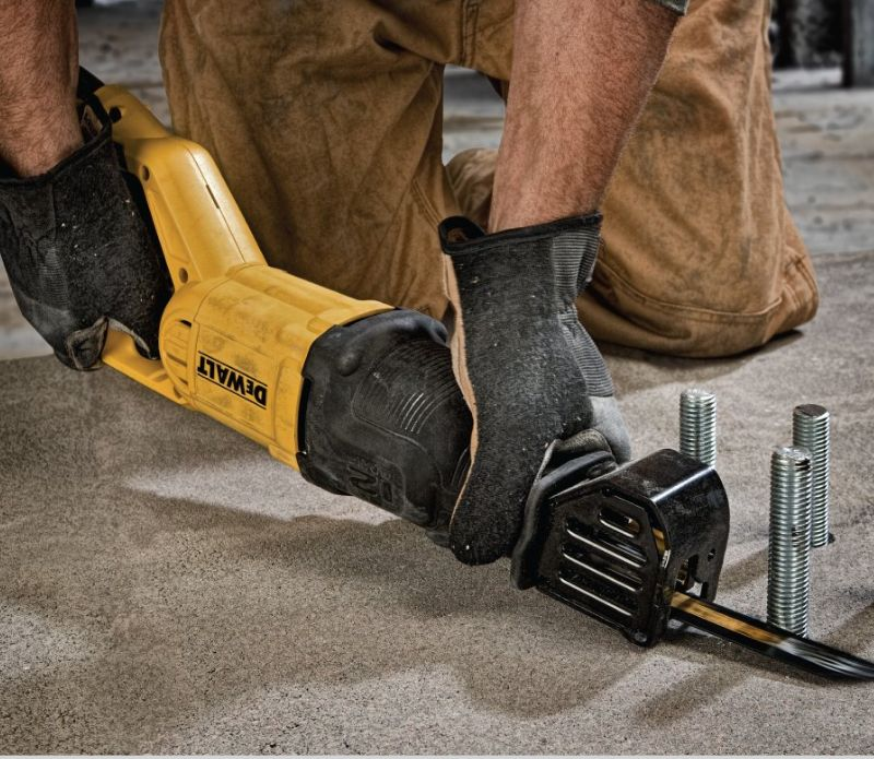 dewalt dwe305 reciprocating saw cutting metal screws
