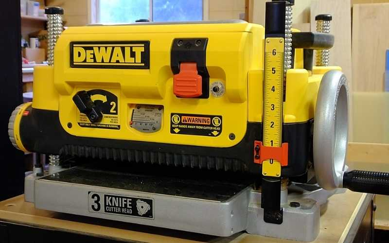 Which Dewalt Planer Is The Best – DW735X vs DW735 vs DW734
