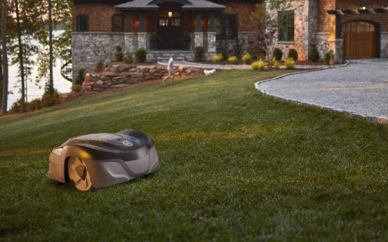 husqvarna automower mowing lawn