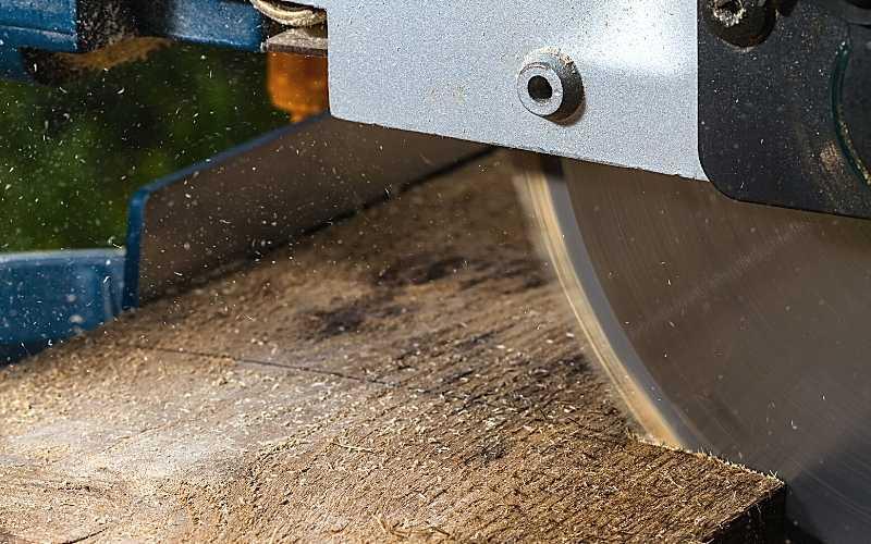 crosscutting blade