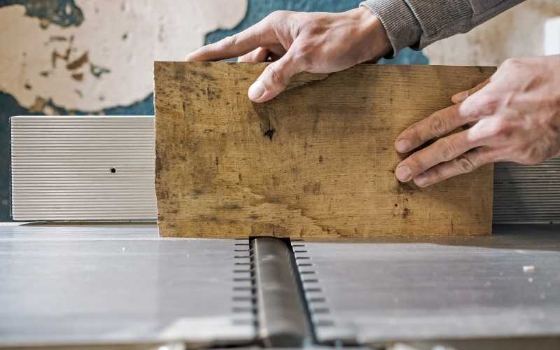 a-wood-jointer-in-use