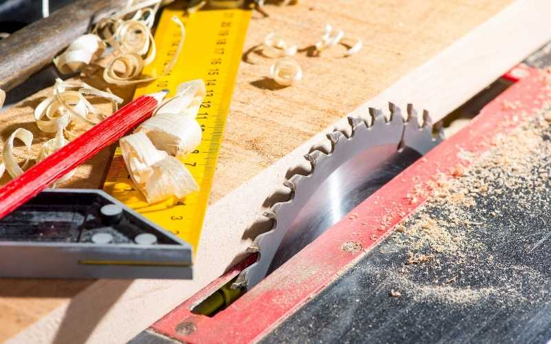 use a square to square the table saw blade